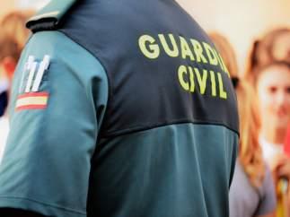 Un guardia civil recibe una multa de 3.000 euros por disparar a las casas de sus vecinos
