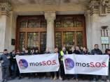 Sindicatos de Mossos protestan ante la Conselleria de Economia.
