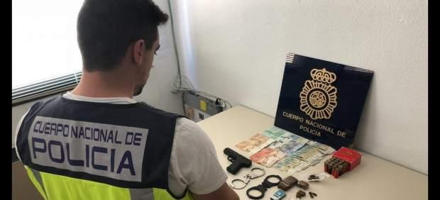 Detenido un joven que traficaba con droga en el centro tras recibir la Policía una denuncia anónima