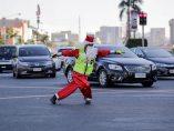 Papá Noel también dirige el tráfico