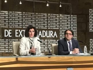 La consejera de Economía, Olga García, y el de Sanidad, José María Vergeles