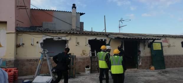 Cort continúa el proceso de desmantelamiento del poblado de Son Banya con el derribo de cinco ...