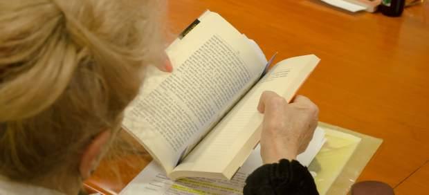 Jubilados leyendo, jubilado leyendo, lectura, lectores, mayores