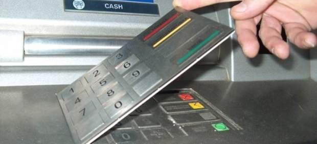 La Guardia Civil alerta de una nueva estafa con teclados falsos en los cajeros
