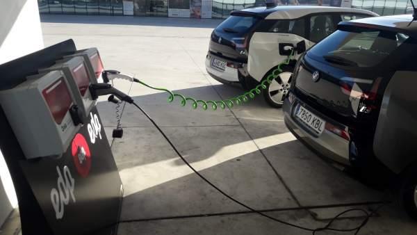 Coche eléctrico. Recarga coche eléctrico.