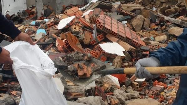 Escombros en la zona cero de la explosión en el barrio de Paramos.