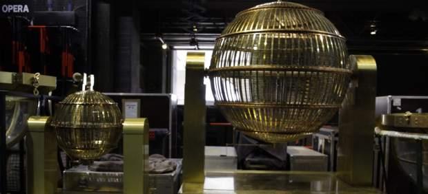 Los bombos del sorteo de la Lotería de Navidad 2018 ya están en el Teatro Real
