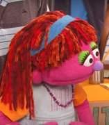 Lily, la primera niña sintecho de 'Barrio Sésamo'