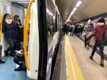 Usuarios de Metro, durante la activación del escenario 2.