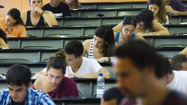 Estudiantes en clase.
