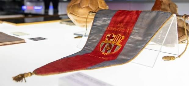 El Barça recupera y expone el banderín perdido de una Liga anulada por Franco