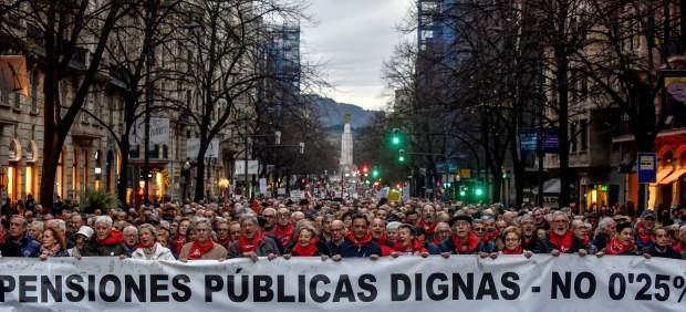 Miles de personas se echan a la calle en más de 70 ciudades por unas pensiones