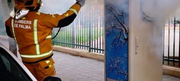 Arde una torre de control de un alumbrado público en Palma