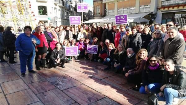 El PSOE en una manifsetación feniminista en Málaga