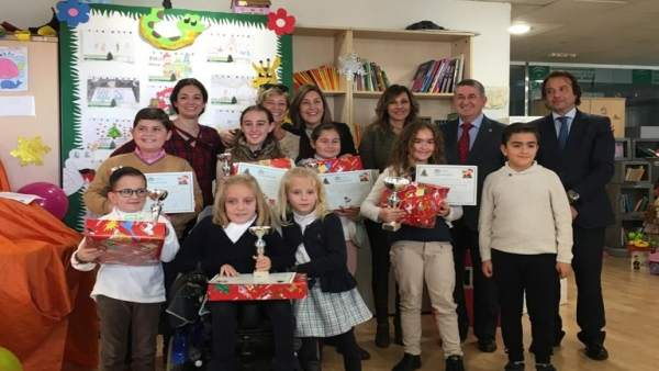 Hospital Reina Sofía entrega premios de concurso de dibujos