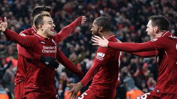 Xerdan Shaqiri celebra un gol frente al Manchester United.