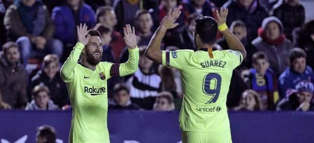 Leo Messi arrolla al Levante con un 'hat trick' y mantiene líder al Barcelona