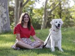 Sandra Gómez, con su perro Pep.