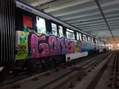 Grafiteros vuelven a pintar trenes en el Metro