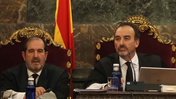 """El magistrado Manuel Marchena preside el tribunal, junto al juez Andrés Martínez Arreieta, al inicio de la vista por las cuestiones previas del caso del """"procés""""."""