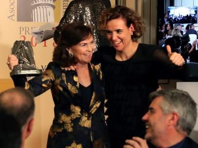 Carmen Calvo y Dolors Montserrat en los premios de los periodistas parlamentarios
