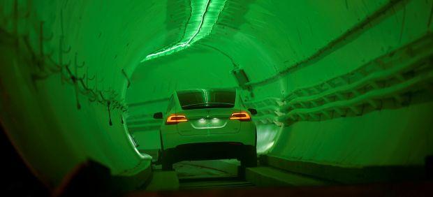 Elon Musk construye un túnel para evitar atascos y moverse a 240 kilómetros por hora