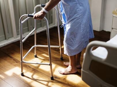 Anciana en el hospital
