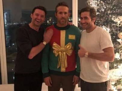 Hugh Jackman y Jace Gyllenhaal le gastan una broma a Ryan Reynolds