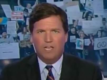 Tucker Carlson durante su programa