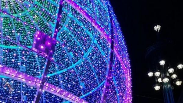 3ef6c120051 Medio centenar de taxistas de Vigo llevan gratis a más de 200 ancianos a  ver las luces de Navidad