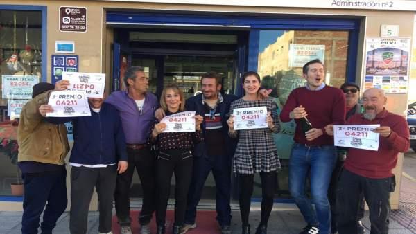 La administración número 2 de Vícar celebra vender parte del tercer premio