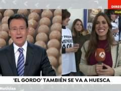 Matías Prats felicita en directo a una reportera que ganó el Gordo