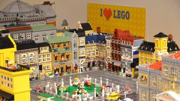 Ciudad realizada con piezas Lego