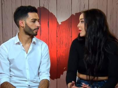 Nur y Daniela, en 'First Dates'.