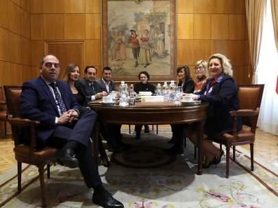 La ministra de Trabajo con representantes de asociaciones de autónomos.