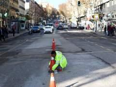 Las obras de ampliación de aceras de la calle Atocha.