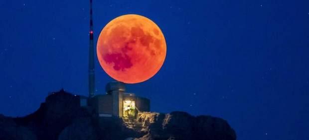 ¿Qué es la superluna de sangre de lobo y por qué se llama así?