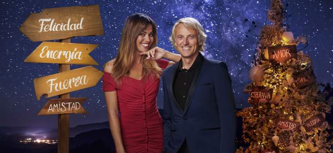 Lara Álvarez y Jesús Calleja, presentadores de las Campanadas en Mediaset.