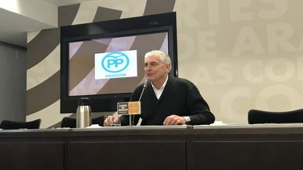El diputado del PP, Antonio Suárez, este miércoles en rueda de prensa