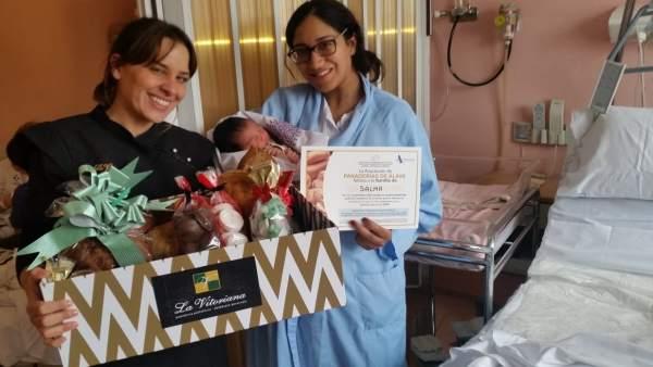 Salma, primera niña nacida en Álava en 2019.