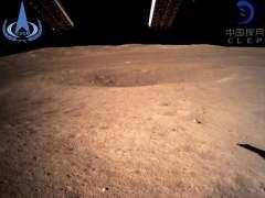 Primera instantánea de la cara oculta de la Luna