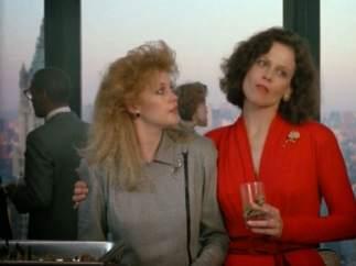 Melanie Griffith y Sigourney Weaver se llevaron el Globo de Oro