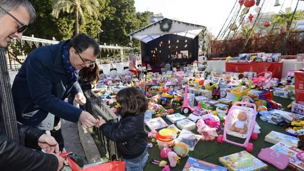 Donan Punto Más Murcianos Juguetes 000 Niños De 3 Los El En shrdQxtC