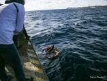 Inmigrante Sea Watch regresa al barco.