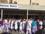Concentració l'Hospital de la Vila contra l'agressió sexual a una treballadora
