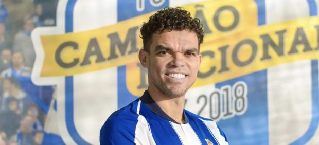 Pepe, con la camiseta del Oporto.