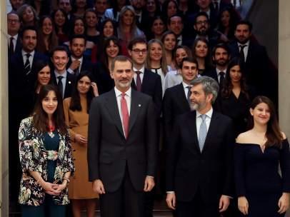 El rey Felipe VI y Carlos Lesmes, presidente del Supremo, con los nuevos jueces y juezas