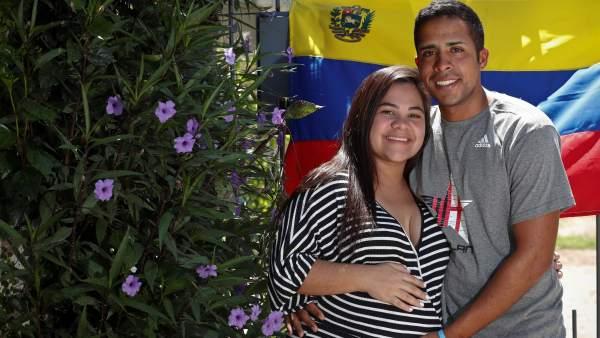 Resultado de imagen para De Venezuela a Argentina, a pie, para llegar al parto de su novia