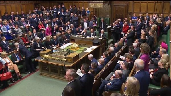 Parlamento británico controlará un posible Brexit caótico