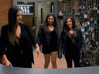 Lidia Torrent, Verónica y Sonia, en 'First Dates'.